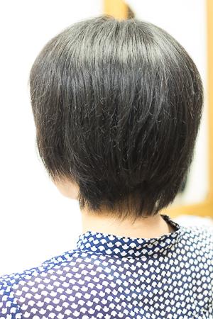 ショートヘア カット前 広がる髪 バックサイドアングル