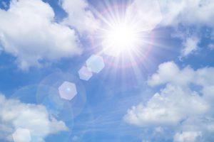 青い空と太陽 紫外線