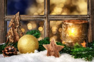 12月  December クリスマス ろうそくで飾られた装飾品