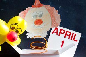 4月 april   ピエロとエイプリルフールのシンボル
