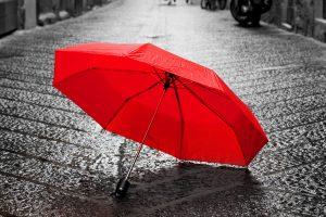 6月 JUNE  梅雨 雨に濡れた赤い傘